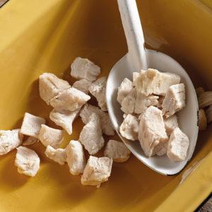 Poulet en cubes cuits et lyophilisés